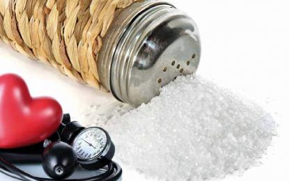 ¿Es una dieta baja en sal tan perjudicial para la salud como consumir demasiada?