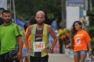 Scott Wietecha, ganador 21k, Tamarindo Beach Marathon 2014. Foto: Valerie Vega.