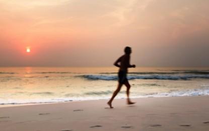 ¿Por qué es bueno correr en la playa?