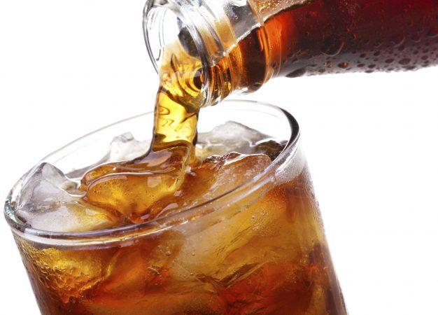 Tomar bebidas azucaradas cuando tienes sed puede ser dañino para tu salud