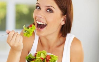Comer lento y cuatro veces al día ayuda a mantenerse delgado