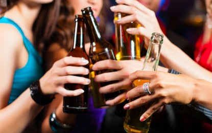 Alcohol está vinculado con riesgo de sufrir demencia temprana