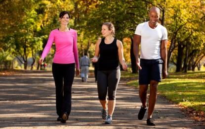 Caminar media hora adelgaza más que correr o ir al gimnasio