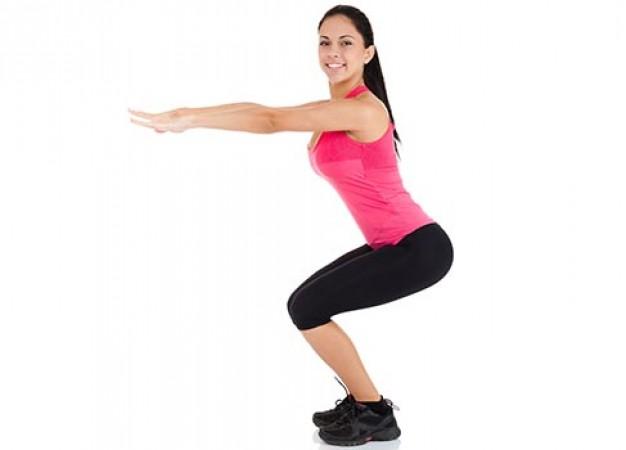 5 pasos hacia el abdomen perfecto donde solo necesitarás una silla