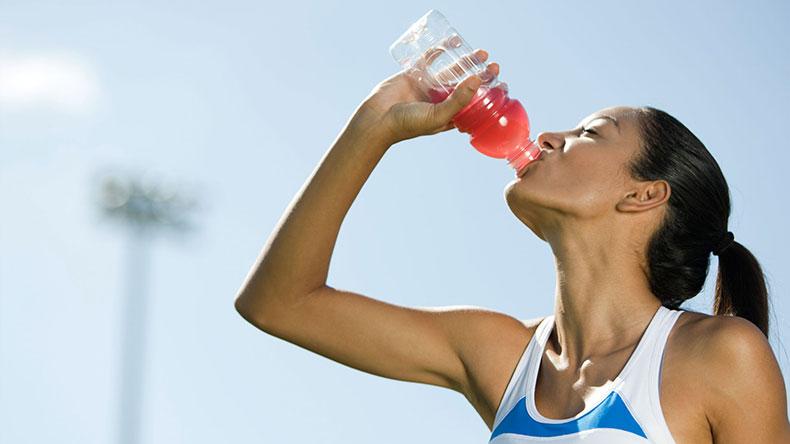 ¡Cuidado! los alimentos que ingiere podrían deshidratarlo