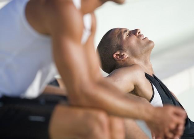 9 señales de que se esfuerza demasiado en el gimnasio