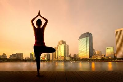 ¿Cómo controlar la bipolaridad haciendo yoga?