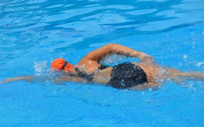 La importancia de ducharse antes de empezar a nadar