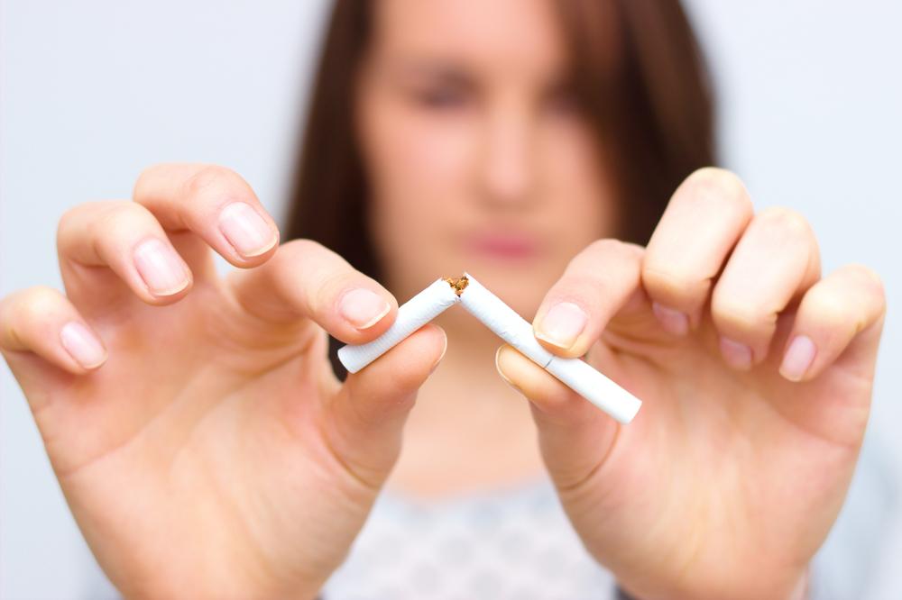 El humo del cigarrillo es tan tóxico como fumar