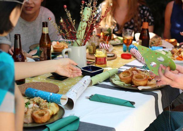 Cómo lograr un balance entre lo que toma y come para mantener su peso en días festivos