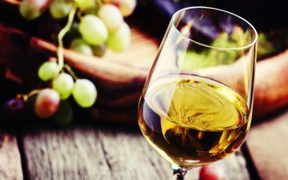 El vino blanco aumenta el riesgo de cáncer de piel, según estudio