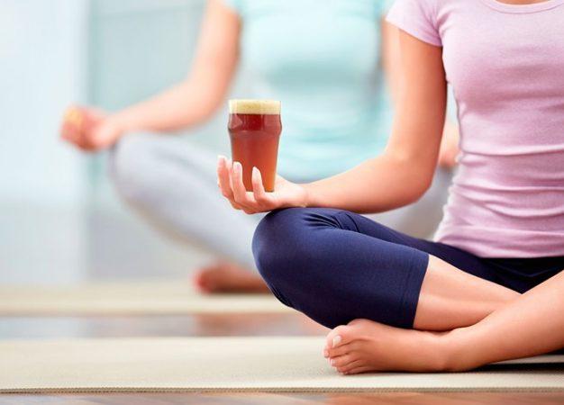Beer Yoga, la popular tendencia que mezcla el fitness y la cerveza