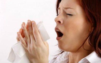 Aguantar un estornudo podría causar lesiones