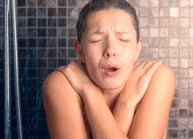 Duchas frías: ¿ayudan a quemar grasa?