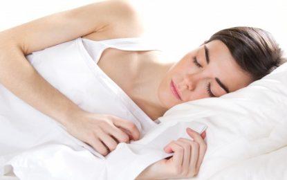 Dormir poco incrementa posibilidades de sufrir cáncer de mama