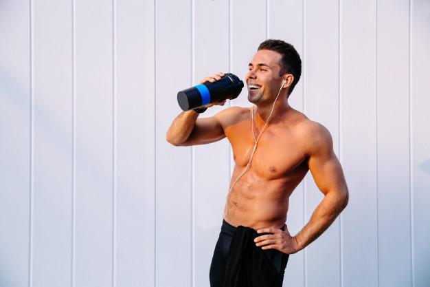 ¿Bebes suplementos deportivos? Consúmelos con cautela