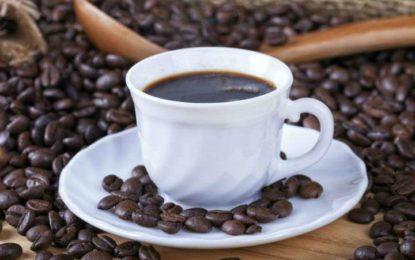 Tomar café a diario reduce el riesgo de fallas cardíacas, según tres estudios