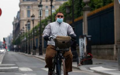 Francia quiere que la gente vaya en bicicleta en lugar de usar el transporte público