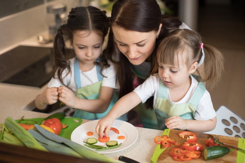 ¿Por qué es importante que los padres hereden hábitos alimenticios sanos a sus hijos?