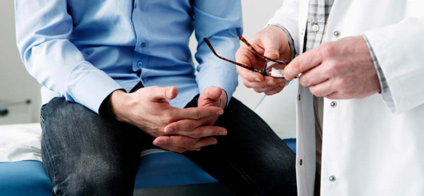 Oncólogos recomiendan a hombres con factores hereditarios adelantar sus exámenes de control a los 40 años.